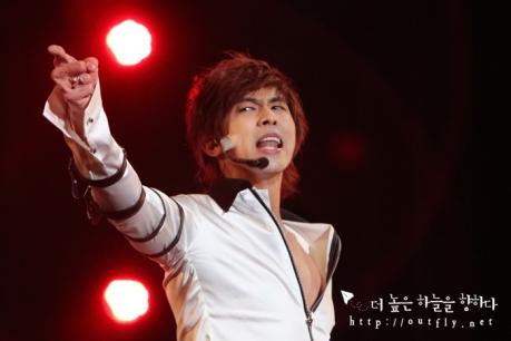 """Fotos de Yunho en el concierto """"This is It"""" Yunho-this-is-it-17"""